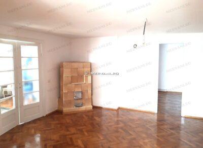 X01C61 – Apartament cu 6 camere de Vanzare in Comarnic, zona Ultracentrala